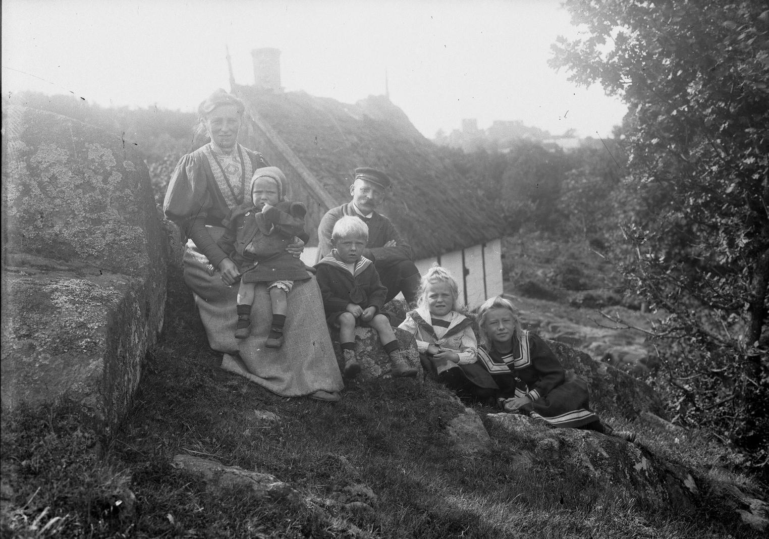 Vandmøllefamilien ved  Hammersholm, 1908